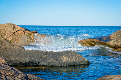 Waves Pouring Over Rocks_20210426_850_1334