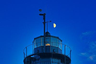 MoonOverBeavertailLighthouse_20200826_850_7312
