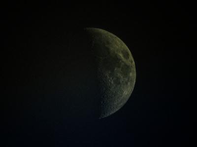 Distant Daylight Waxing Crescent Moon_20210814_DSCN1189