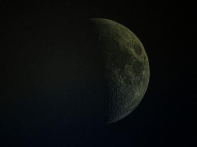 Closer Daylight Waxing Crescent Moon_20210814_DSCN1190