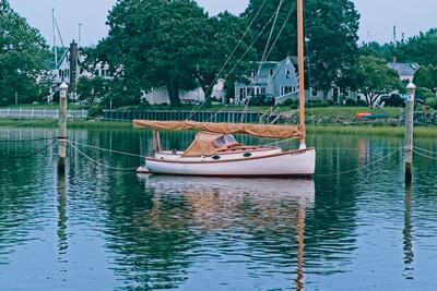 Catboat Between Spiles_20210720_850_8029